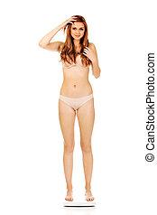 mujer joven, en, ropa interior, posición, en, escalas