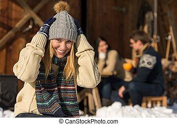 Mujer invierno sentado trineo nieve joven caba a fotograf as de archivo buscar - Cabana invierno ...