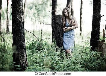 mujer joven, en, un, bosque