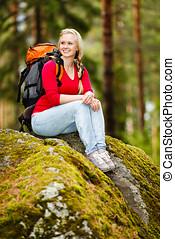 mujer joven, excursionista, en, interrupción