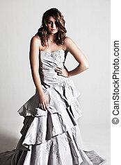mujer joven, llevando, un, vestido de la tarde