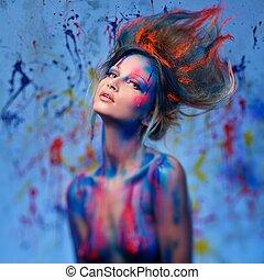 mujer joven, musa, con, creativo, cuerpo