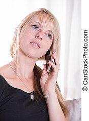 mujer joven, por teléfono, hablar