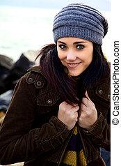 mujer joven, reír, invierno, magnífico