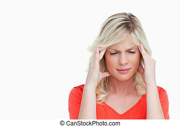 mujer joven, sufrimiento, de, un, dolor de cabeza