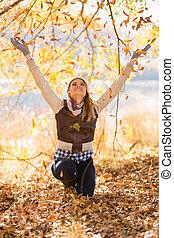 mujer joven, tiros, otoño sale
