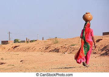mujer, khichan, ella, tarro, agua, proceso de llevar, aldea...