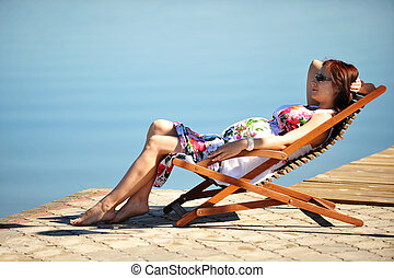 mujer, lakeside