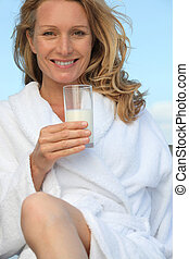 mujer, leche de bebida