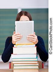 mujer libros, y, ipad, tacto