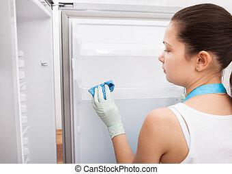 mujer, limpieza, refrigerador