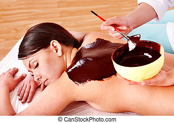 mujer, máscara, chocolate, beautician., facial, aplicar, ...