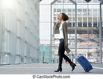 mujer, móvil, joven, teléfono, viajar, maleta