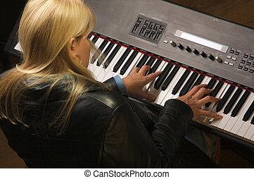 mujer, músico, se realiza