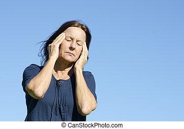 mujer, maduro, menopausia, enfatizado