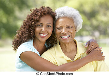 mujer mayor, con, adulto, hija, en el estacionamiento