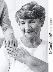 mujer mayor, con, esquizofrenia