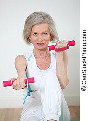 mujer mayor, hacer, condición física, ejercicios