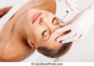mujer mayor, inyección, cosmético