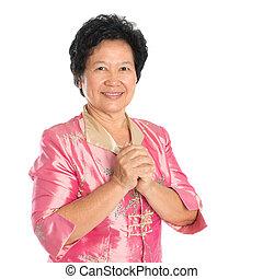 mujer mayor, oriental, saludo