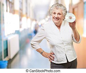 mujer mayor, tenencia, cd