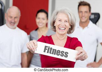 mujer mayor, tenencia, condición física, señal, con, familia fondo