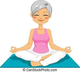 mujer mayor, yoga