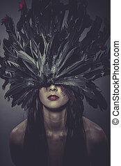 mujer, morena, plumas, lenceria, casco, sensual