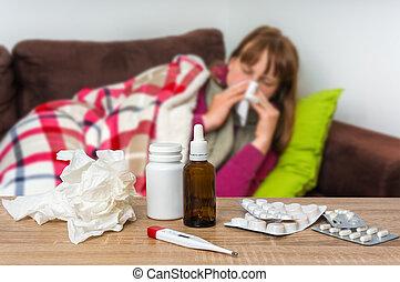 mujer, nariz, teniendo, gripe, enfermo, soplar, líquido, ...