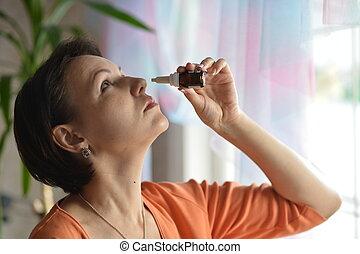 mujer, nasal, gotas