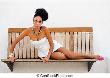 mujer negra, con, fantasía, componer