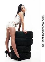 mujer, neumático