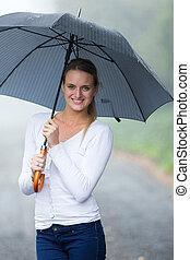 mujer, paraguas, joven, lluvia, tenencia