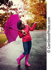 mujer, paraguas, verificar, parque, lluvia, feliz