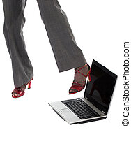 mujer, patear, computador portatil