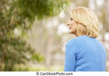 mujer, pensativo, vista, 3º edad, espalda