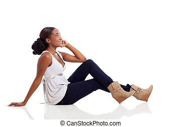 mujer, piso, Sentado, joven, norteamericano,  Afro