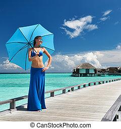 mujer, playa, embarcadero, maldivas