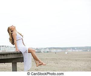 mujer, playa, joven, alegre
