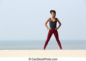 mujer, playa, joven, ejercitar