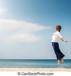 mujer, playa, joven, saltar