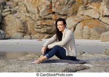 mujer, playa, joven, sentado