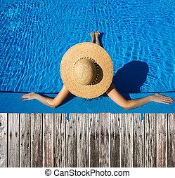 mujer, poolside