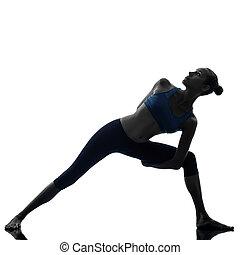 mujer, pose de triángulo, ejercitar, extensión, yoga, silueta