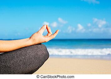 mujer, practicar, joven, mañana, yoga, meditación