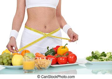 mujer que come, alimento sano