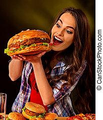 mujer que come, muy, grande, mordedura, hamburguesa, ...