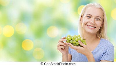 mujer que come, uvas, feliz