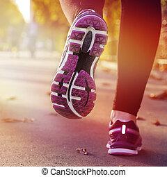 mujer que corre, en, el, calle