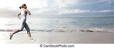 mujer que corre, en, el, playa.